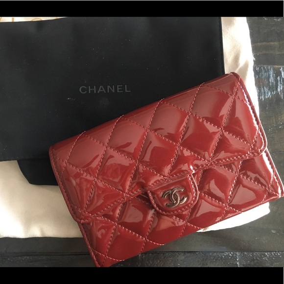 CHANEL Handbags - Chanel quilted wallet